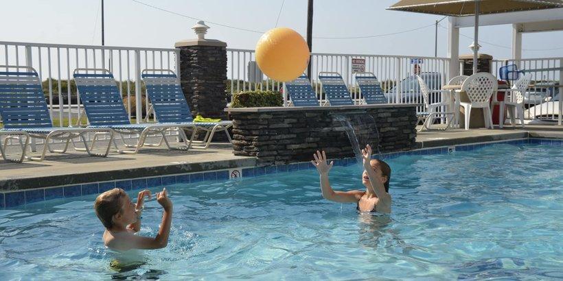 Alante Oceanfront Motel Pool
